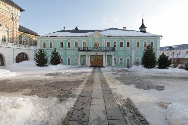 Троице-Сергиева лавра ⛪ в Сергиев-Посаде, официальный сайт, где находится монастырь Сергия Радонежского, расписание служб, лавра зимой фото
