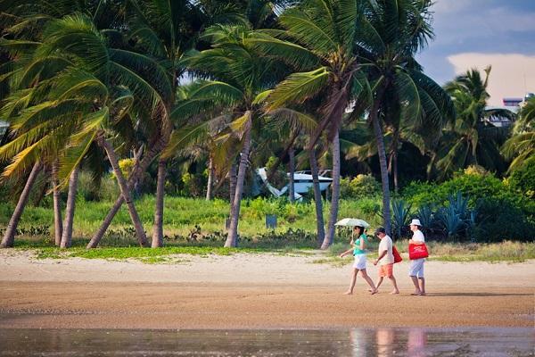 Хайнань погода по месяцам ? в декабре, ноябре, январе, октябре, феврале, когда лучше ехать отдыхать на острове